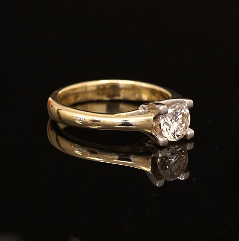 Diamantring med brillantsleben diamant på ca. 